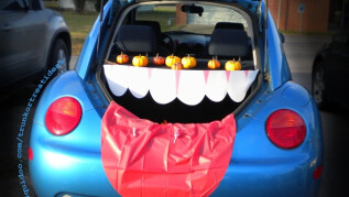 6:00pm - Trunk or Treat - East